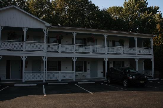 Cedar Crest Inn: Außenansicht des zweiten Hauses, das etwas weiter weg steht von der Straße