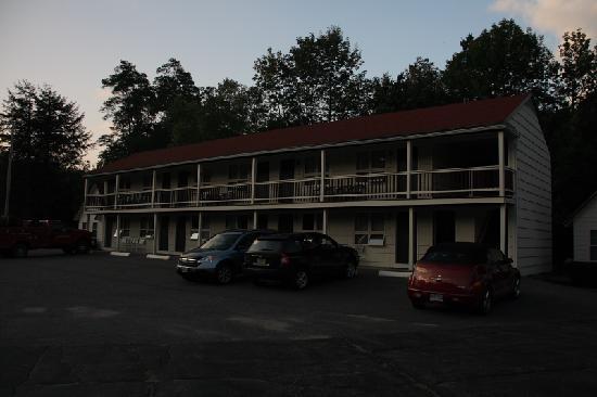 White Mountain Motel & Cottages: Außenansicht