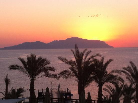 Xperience Sea Breeze Resort: Sunrise over Tiran