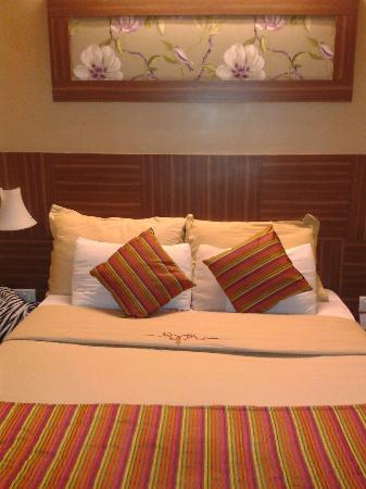 Hotel Landmark Fort: Lovely Bed