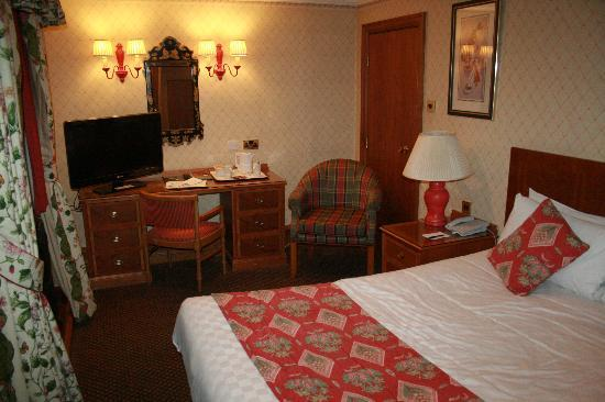 The Royal Angus Hotel: our room