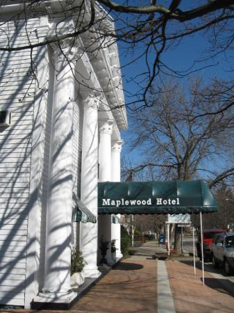 Maplewood Hotel: View from the public sidewalk