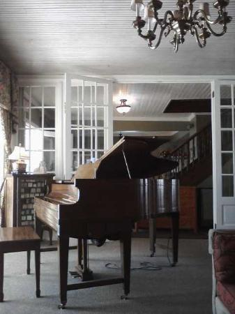 Maplewood Hotel: Baby Grand Player Piano
