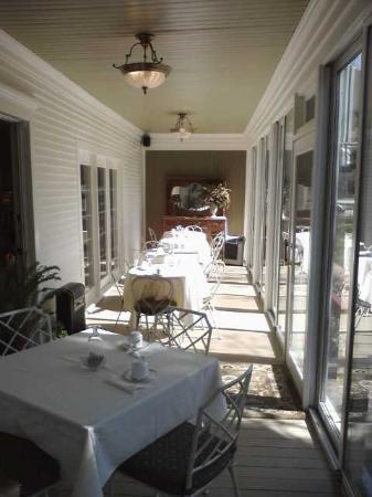 Maplewood Hotel: Breakfast porch
