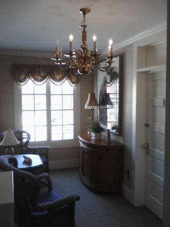 Maplewood Hotel: Upstairs hallway