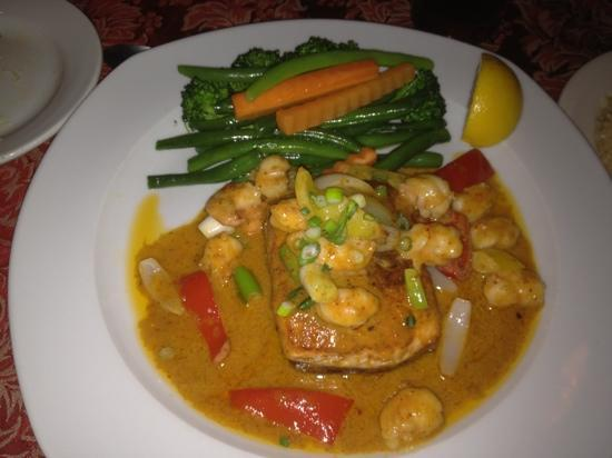 Bay Leaf Restaurant: Salmon with Panang Curry