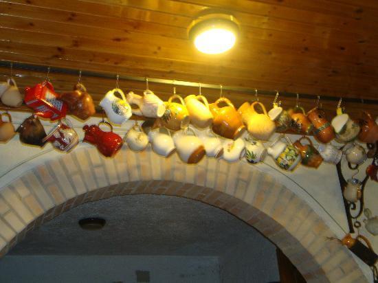 Albergo Ristorante La Macchia: una delle tante collezioni presenti nel ristorante