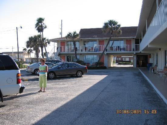 Royal Holiday Beach Motel: Inside View Looking West