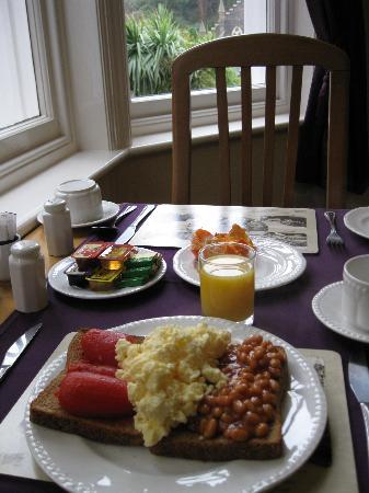 Kingsholm Hotel: My best English breakfast of the trip, with palms at the window