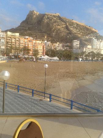 Melia Alicante: BUFFET MIRANDO A LA PLAYA