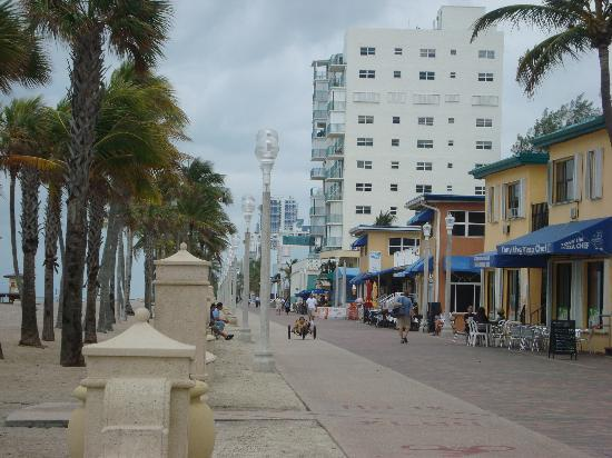 Hollywood Beach Tower: Boardwalk