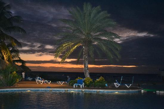 SUNSOL Punta Blanca: The sunsets from the pool were amazing