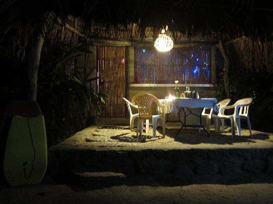 Junto al Rio Beachfront Bungalows and Suites: bungalow at night.