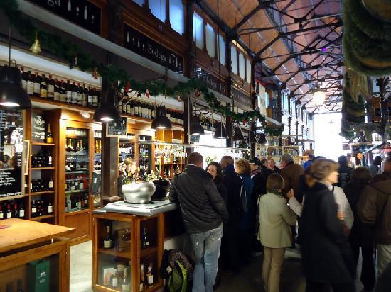 Cafe del Art: Inside the market 2