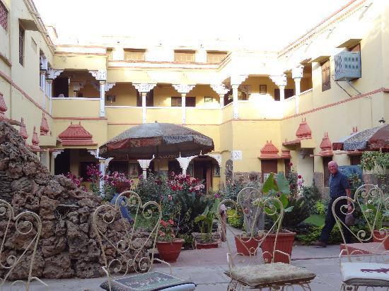 Ishwari Niwas Palace: inner Garden