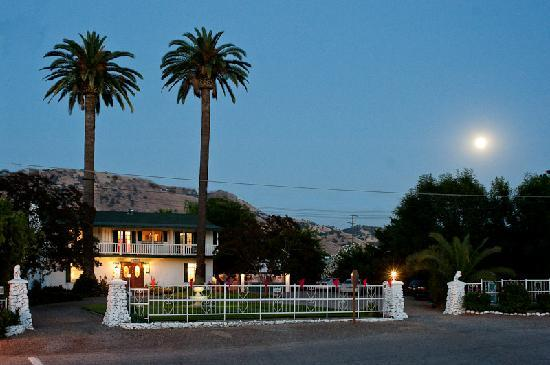 Plantation Bed & Breakfast: moon rise