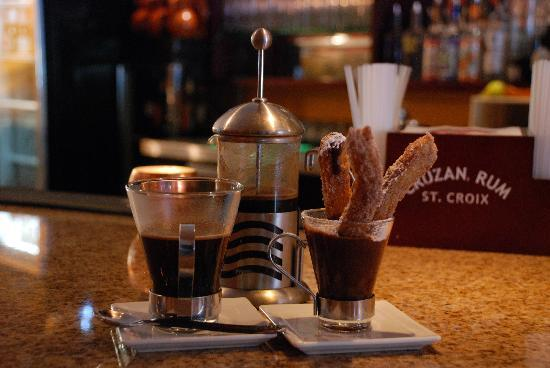Ole Tapas Lounge & Restaurant: Churros con chocolate