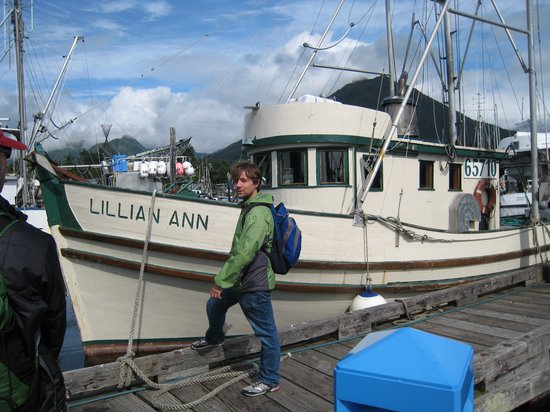 Sitka Salmon Tours: Old wooden fishing boat at the docks