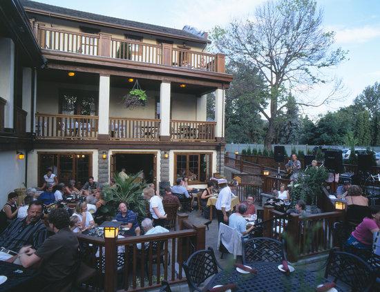 Cobblestone Wine bar @ Heritage Inn & Spa: Cobblestone Wine Bar Patio