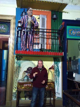 Ayres Portenos Hostel: Decoracion interior