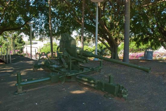 South Brisbane Memorial Park: Old canon in the park