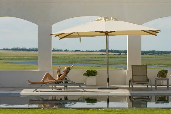 Estancia VIK Jose Ignacio: Pool area
