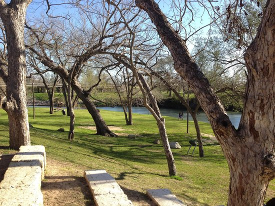 Luling, TX: Grounds behind club house
