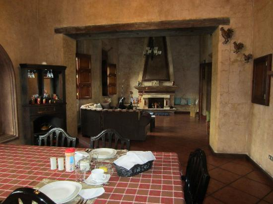 Hotel Tradiciones Antigua: The view from the dining room