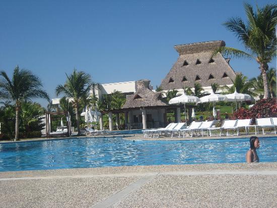 Mayan Palace Acapulco: Pool side