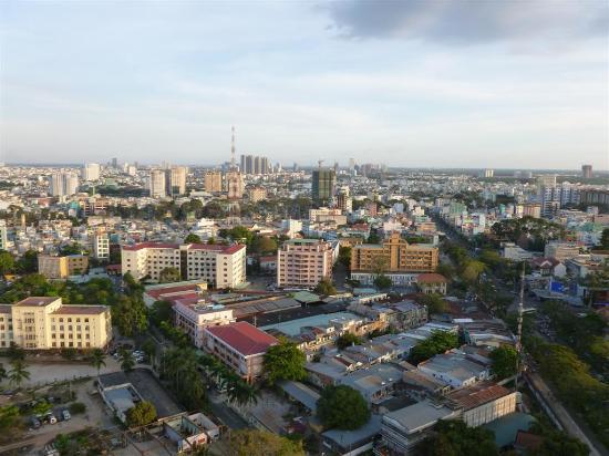 Hotel Nikko Saigon: City view from terrace