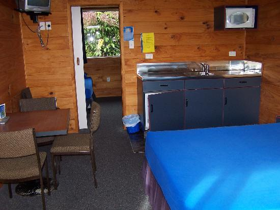 Carters Beach Top 10 Holiday Park: Kitchen Cabin