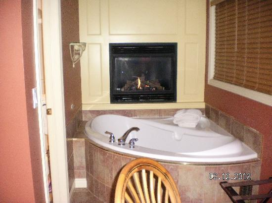 Kellar House Accommodations: loved the jacuzzi