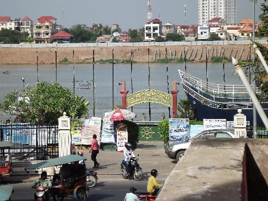 ‪‪Tonle Sap Hotel‬: view from balcony‬