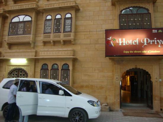 Hotel Priya : hotel entrance