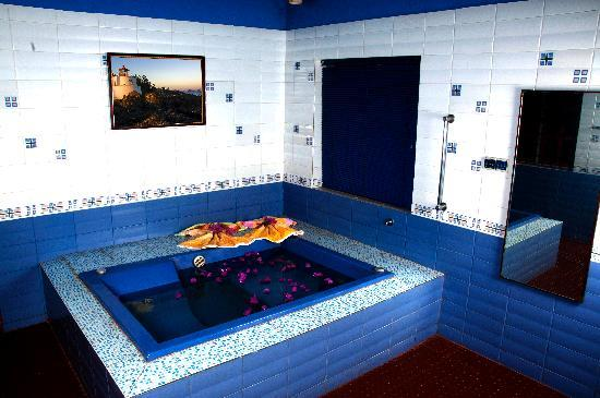 Villa Anjuna: Heated Jacuzzi