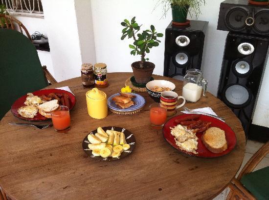 Eureka Bed & Breakfast: Breakfast on the Balcony