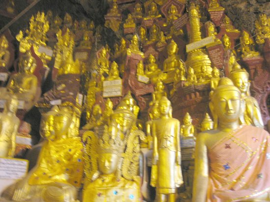 Pindaya, Myanmar: Statues fill all available flat space in the outer areas