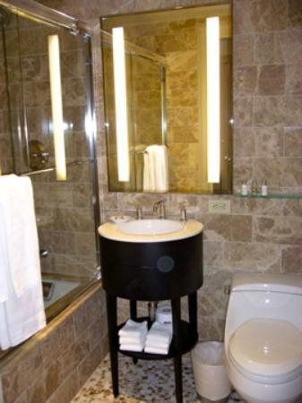 AKA Central Park: bagno suite deluxe