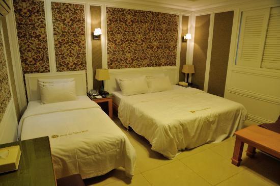 Hotel Sunbee: A twin room