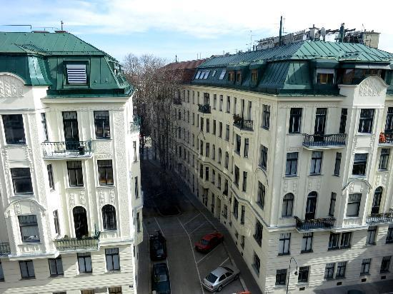 Hotel & Palais Strudlhof: view from front of hotel