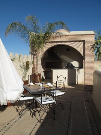 Riad Granvilier: Breaksfast table on the rooftop