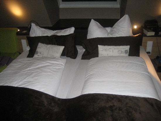LEDERER's LIVING: Bed