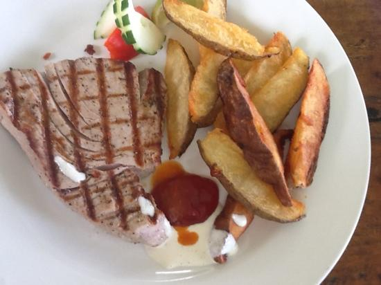 The Fish Pot: tuna with wedges