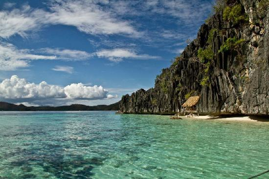 Balinsasayaw Resort: Pristine water around Coron Island (on an island hopping tour))