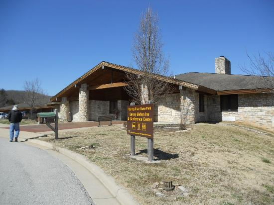 Roaring River State Park: The lodge