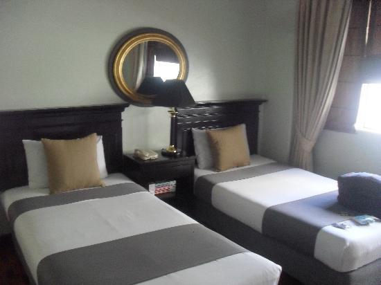 Orchid Garden Suites - Manila: twin bed