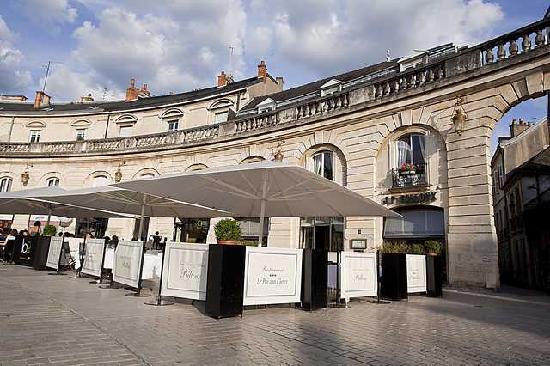 restaurant on place of liberation picture of le pre aux clercs dijon tripadvisor. Black Bedroom Furniture Sets. Home Design Ideas