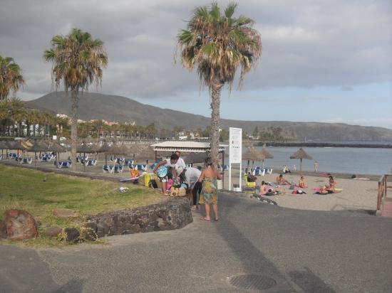 Parque Santiago: Walkng along the beach