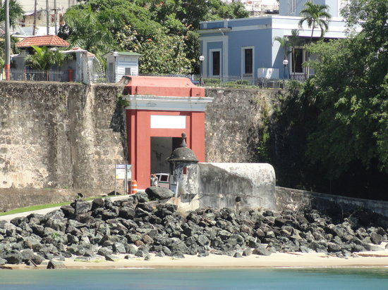 Puerta de San Juan: The Red Gate as see from Paseo del Morro