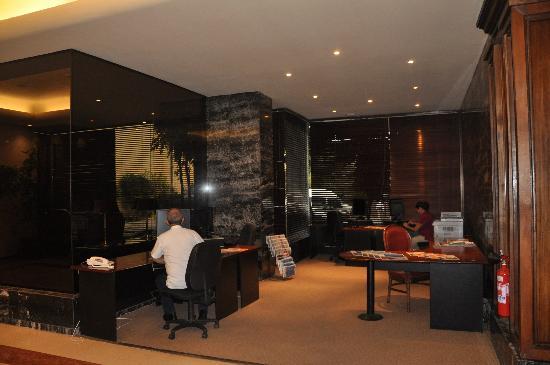 Crowne Plaza Santiago: Lobby (donde estas las computadoras)